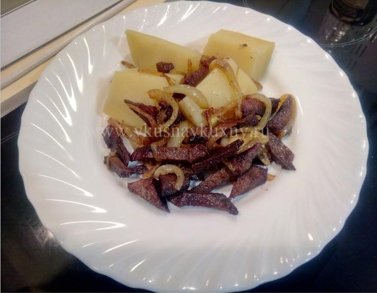 Как пожарить сушеное мясо с картошкой