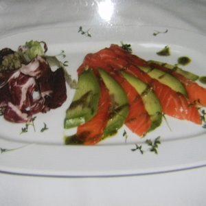 Авокадо с соленым лососем