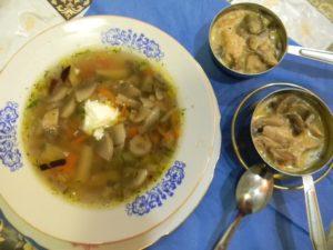 Суп с грибами и жульен со сметаной в кокотницах