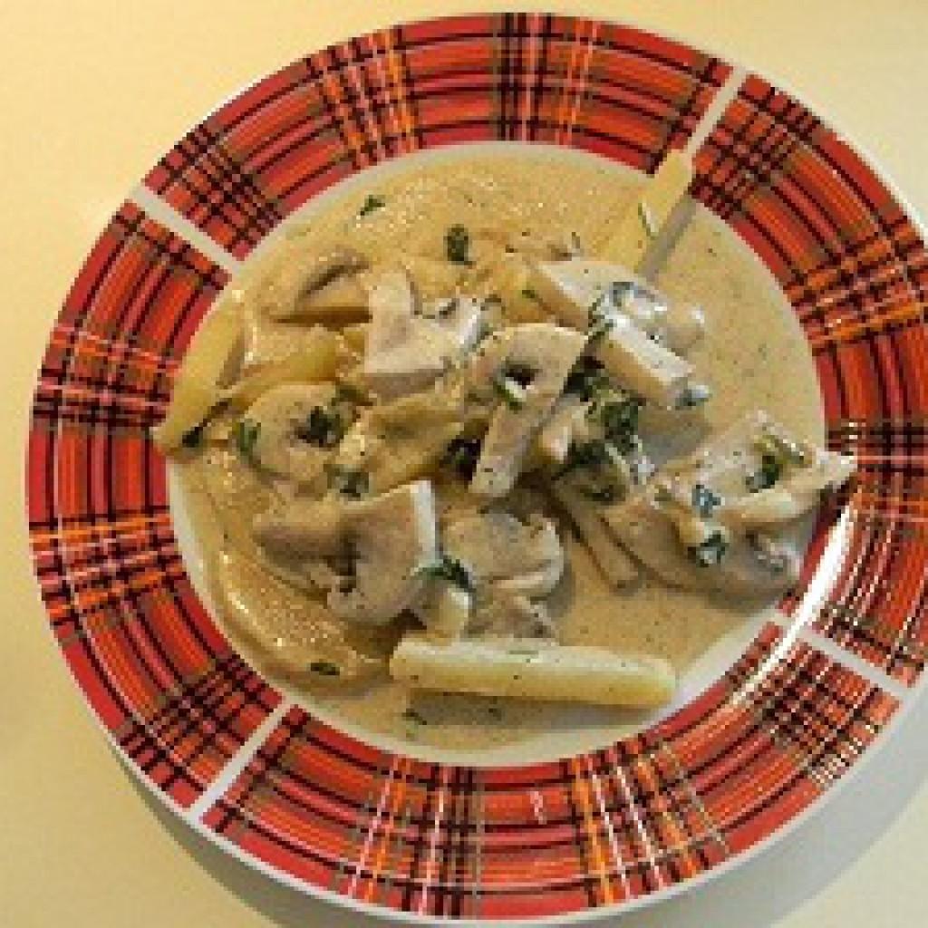 Картошка с грибами и сметаной жареная