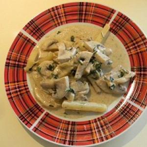Картошка с грибами и сметаной жареная в ВОКе