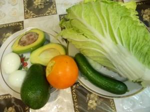 Овощи свежие, авокадо, пекинская капуста, огурцы, апельсин, яйца