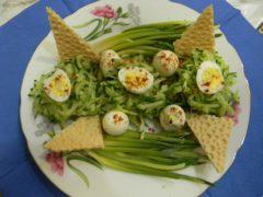 Салат гнездо с черемшой