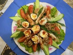 Салат с перепелиными яйцами и огурцами