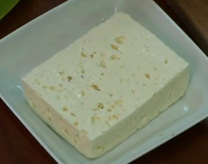 Свежий сыр брынза