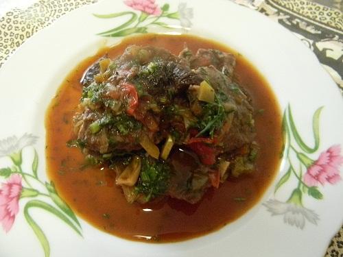 Мясо в красном вине с зеленью