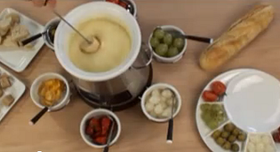 Сырное фондю с овощами