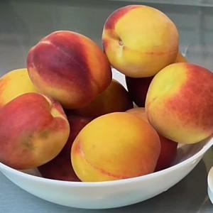 Персики свежие