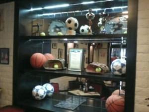 Мячи, ракетки и перчатки