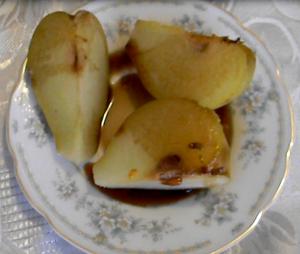 Десерт из груш с винным уксусом