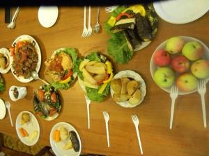 Приготовленные блюда в сковороде ВОК