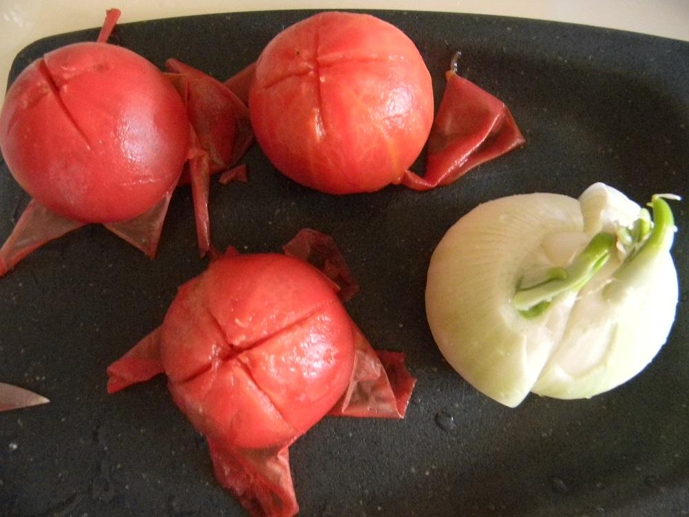 Свежие розовые помидоры без кожицы