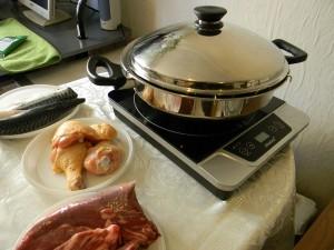 Сковорода ВОК от компании Amway на плите