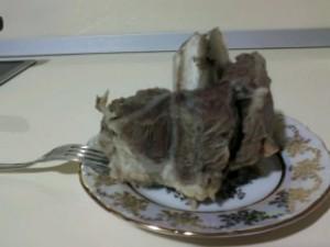 Вареное мясо на косточке