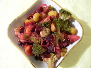 Готовый салат с каштанами