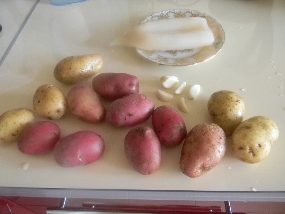 Картофель, кальмар и чеснок