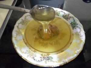 Свежий мёд в тарелке