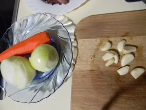 Репчатый лук, морковь и чеснок