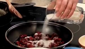Замороженная вишня с сахаром