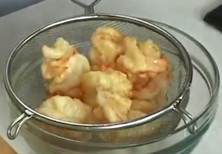 Жареные креветки в кляре