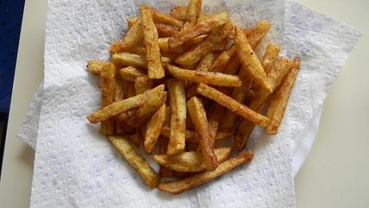 Фото картофель фри на салфетке