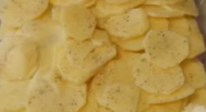 Тонкие пластинки картофеля