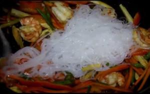 Салат фунчоза с креветками