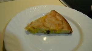 Кусочек пирога с тыквой и изюмом
