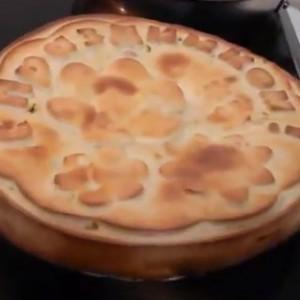 Готовый пирог из силиконовой формы