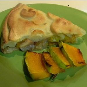 Тыквенный пирог с кусочками яблок