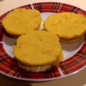 Грузинские лепешки из кукурузной муки с сыром