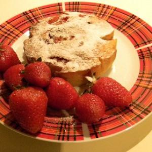 Домашний кекс с клубникой