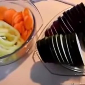 Нарезанные овощи пластинами
