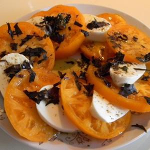 Оранжевые помидоры с моцареллой фото
