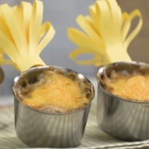 Жульен с грибами и сыром в кокотницах
