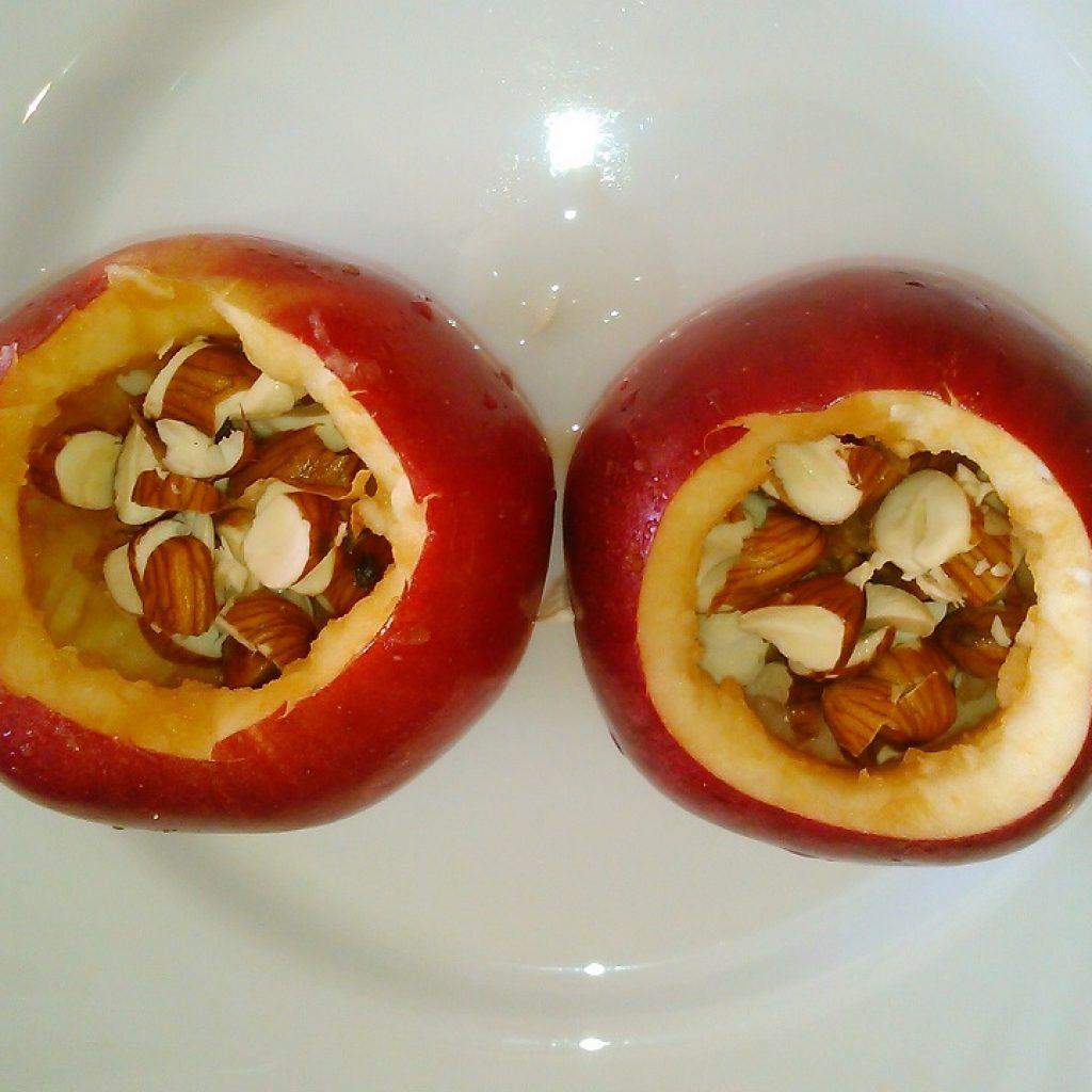 сколько времени запекать яблоки в духовке с миндалем