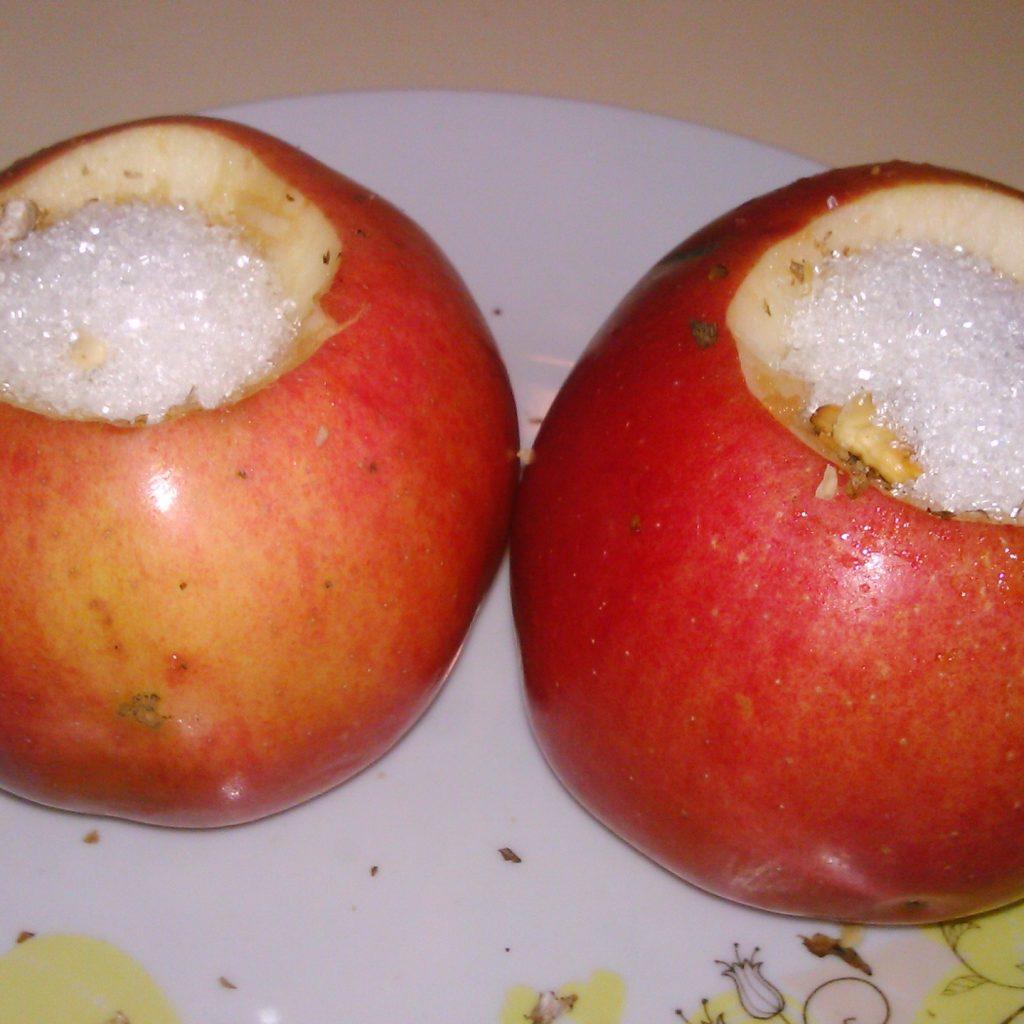 Яблоки запеченные с творогом в духовке рецепт с сахаром