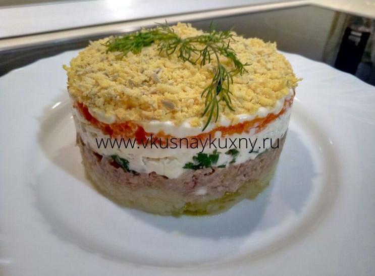 Как сделать салат мимоза из консервы слоями в кольце