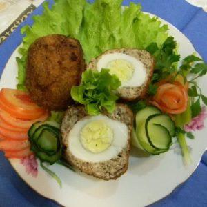 Мясные шарики с вареным яйцом внутри
