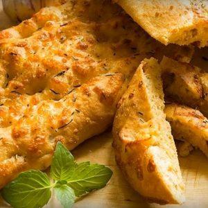 Фокачча с сыром и луком фото