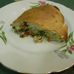 Быстрый пирог на майонезе и сметане с овощами