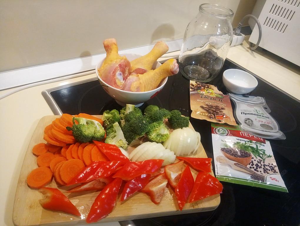 Приготовление курицы в банке со свежими овощами
