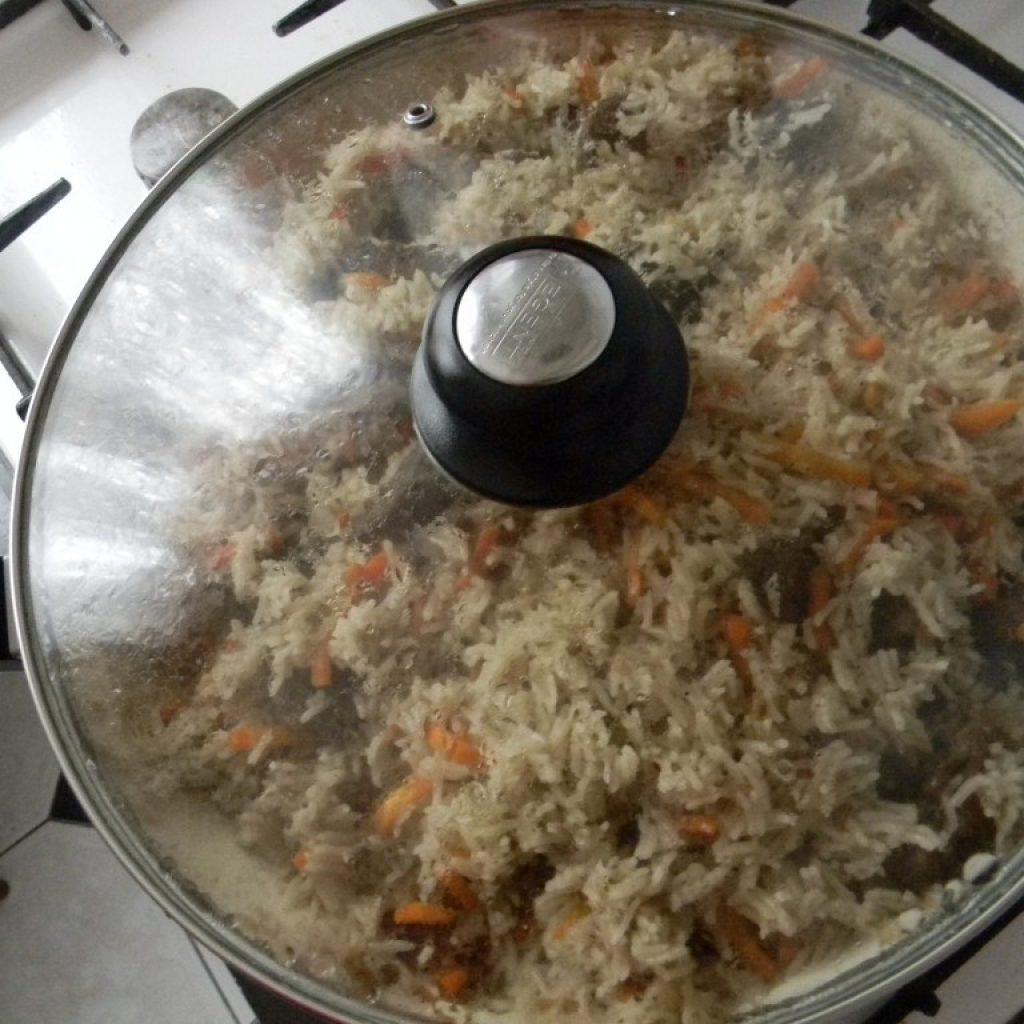 Плов с тушенкой рецепт пошагово в сковородке