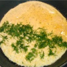 Вкусный омлет на сковороде