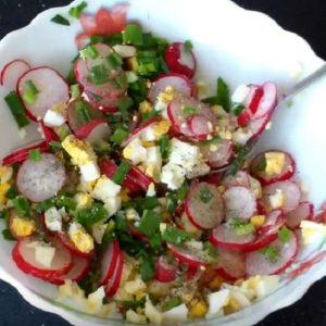 Салат с редиской и яйцом рецепт с зеленым луком