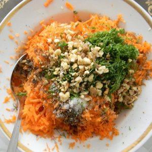 Рецепт салата морковь с сыром и чесноком и укропом