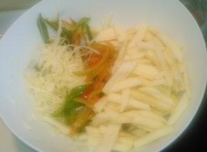 Как приготовить вкусный салат из свежей капусты с яблоками