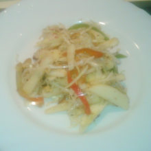 Салат со свежей капустой, яблок и болгарского перца
