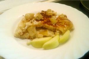 Вкусный омлет на сковороде рецепт с яблоками