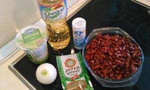 Как делать сметанный соус с фасолью и луком